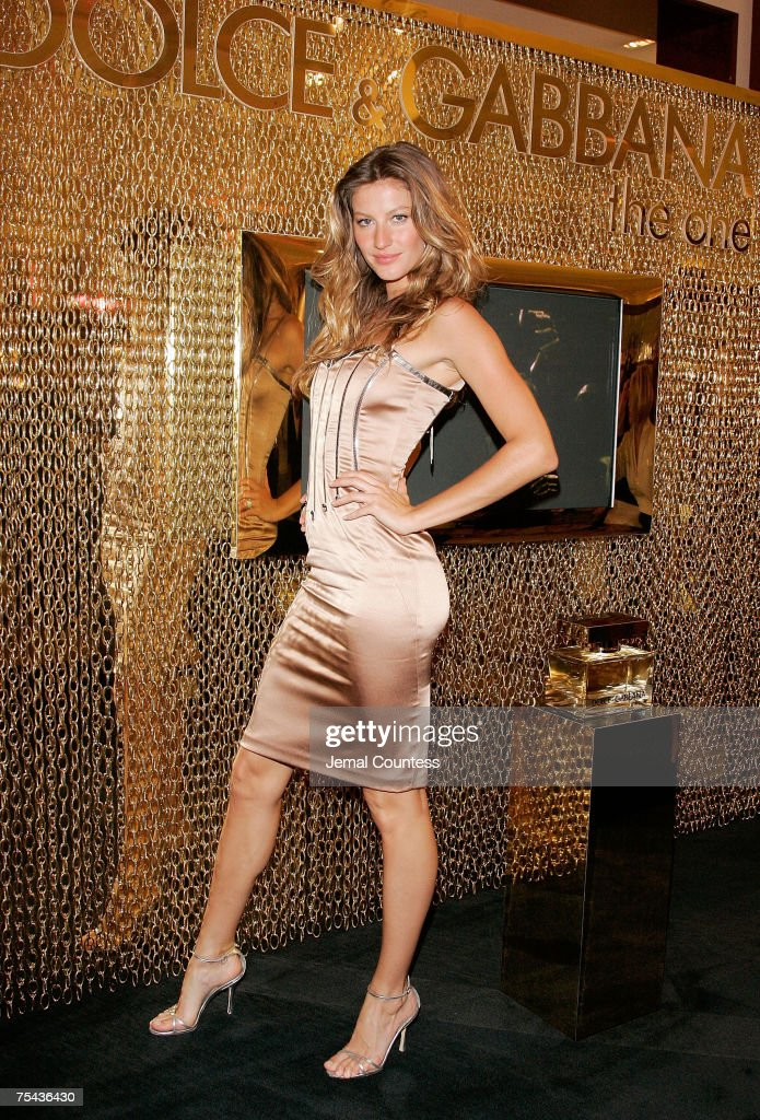 """Dolce & Gabbana Launches """"The One"""" Fragance at SAKS Fifth Avenue - July 16, 2007 : News Photo"""