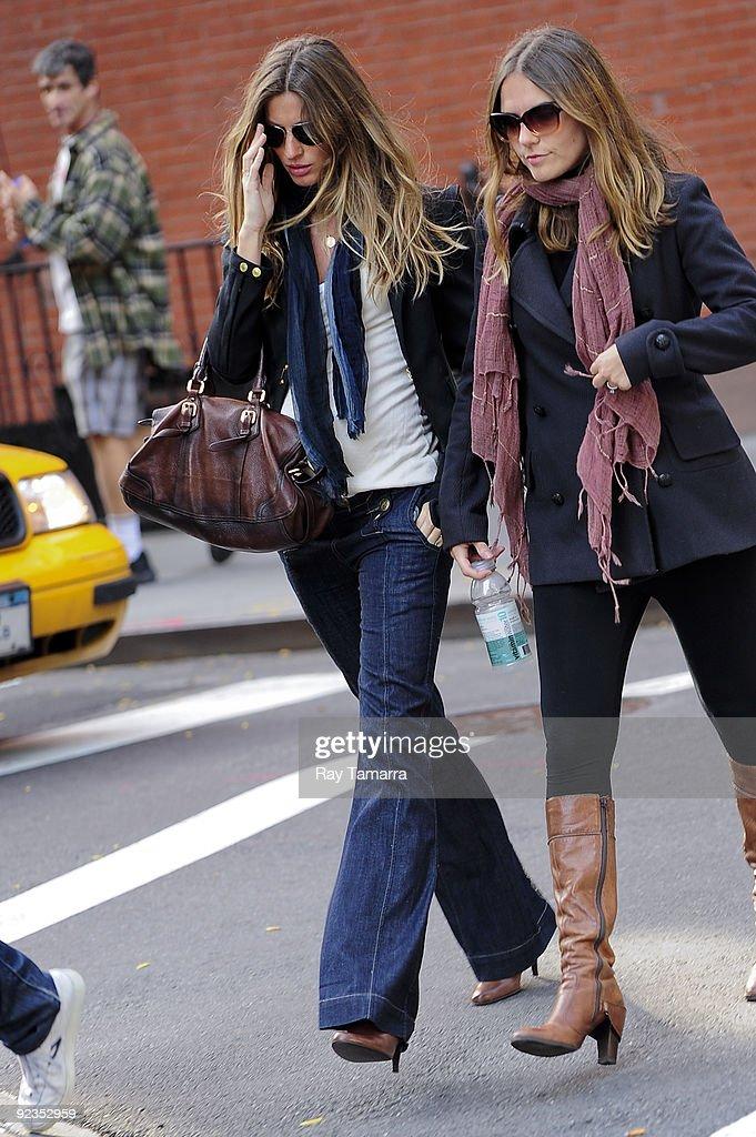 Model Gisele Bundchen walks in the West Village on on October 26, 2009 in New York City.