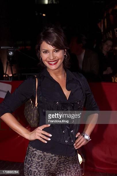 """Model Gitta Ilona Saxx Bei """"Moulin Rouge"""" Premiere In Berlin 081001"""