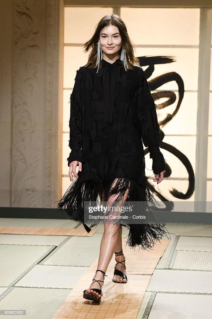 H&M : Runway - Paris Fashion Week Womenswear Fall/Winter 2018/2019