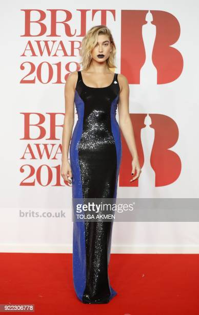 US model Hailey Baldwin poses on the red carpet on arrival for the BRIT Awards 2018 in London on February 21 2018 / AFP PHOTO / Tolga AKMEN /...