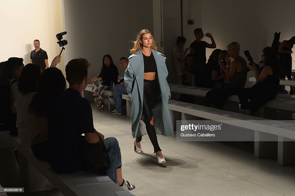 Seen Around - September 2016 - New York Fashion Week: The Shows - Day 4 : News Photo