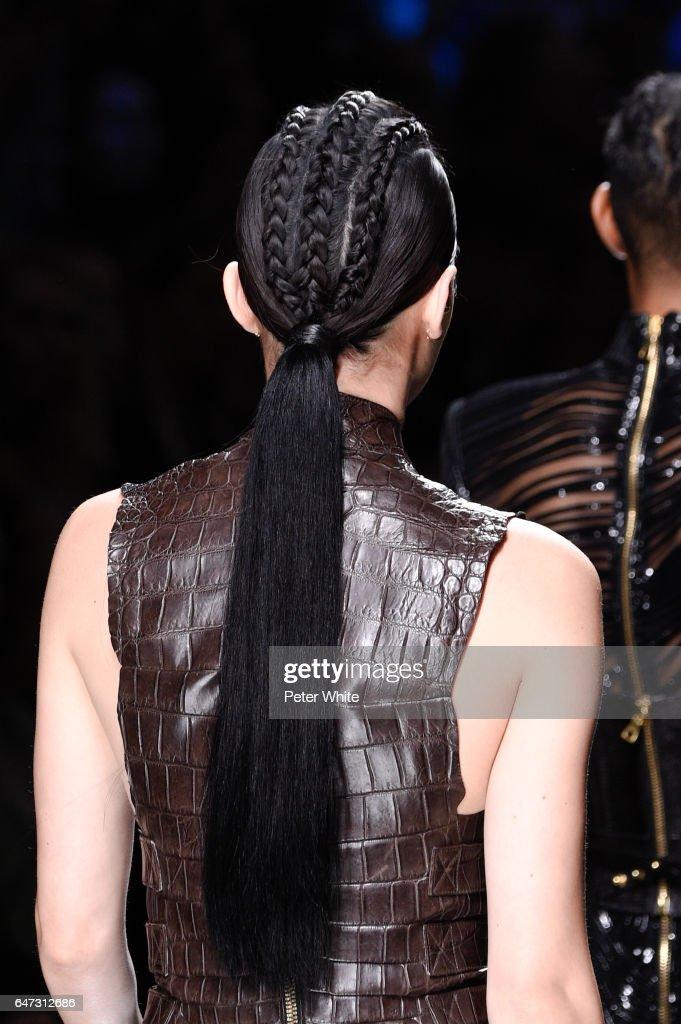 Balmain : Runway - Paris Fashion Week Womenswear Fall/Winter 2017/2018 : News Photo