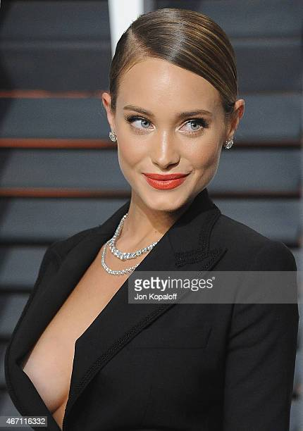 Model Hannah Davis arrives at the 2015 Vanity Fair Oscar Party Hosted By Graydon Carter at Wallis Annenberg Center for the Performing Arts on...