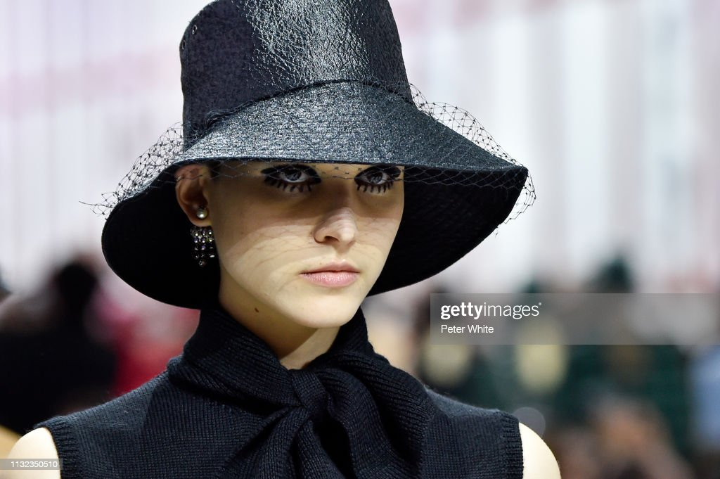 Christian Dior : Runway - Paris Fashion Week Womenswear Fall/Winter 2019/2020 : Foto di attualità