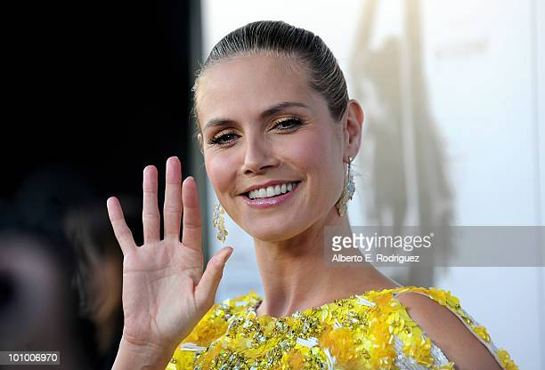 Model Heidi Klum arrives at Heidi Klum A Pea in the Pod's Mom'sto Be Night Out on May 26 2010 in Beverly Hills California