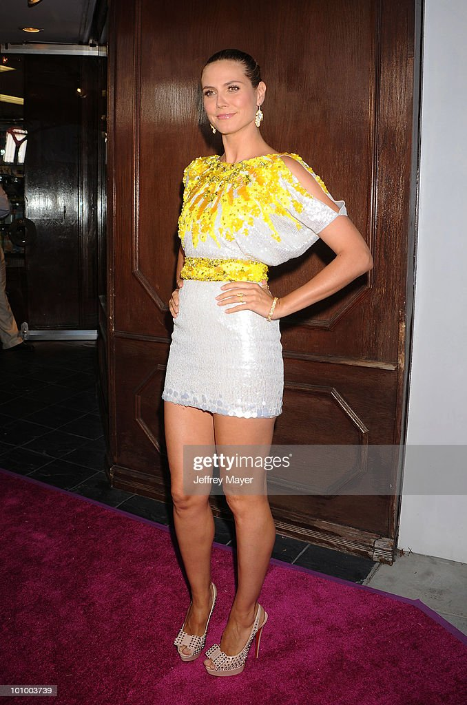 Model Heidi Klum arrives at Heidi Klum's - Mom's-To-Be Night Out at A Pea In The Pod on May 26, 2010 in Beverly Hills, California.
