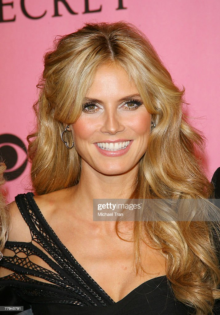 Model Heidi Klum arrives at The 2007 Victoria's Secret Fashion Show held at Kodak Theater on November 15, 2007 in Hollywood, California.