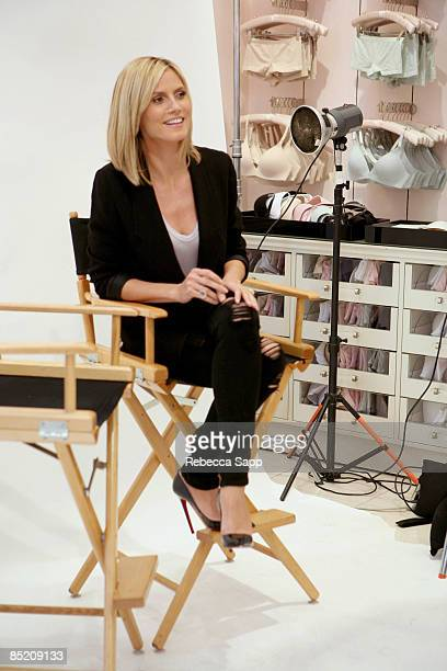 Model Heidi Klum takes photos with fans at The Presentation of The First Perfect One Bra By Heidi Klum on March 3 2009 at The Grove in Los Angeles...