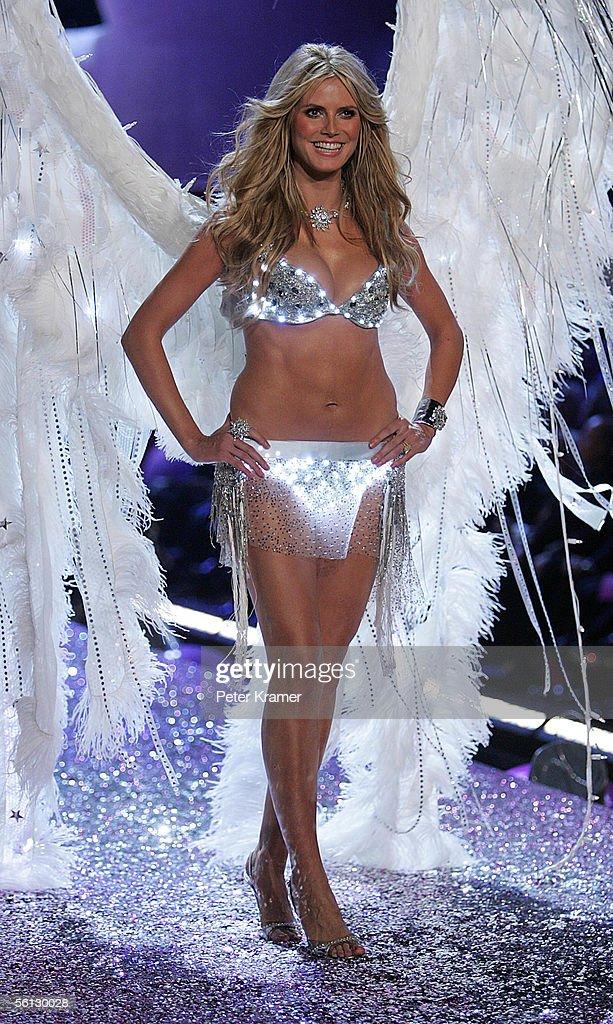 The Victoria's Secret Fashion Show - Runway : News Photo