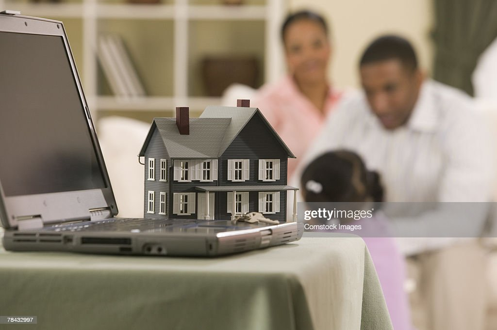 Model house and laptop computer : Stockfoto