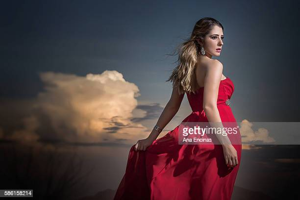 model in a red dress at sunset and blue hour - hermosillo fotografías e imágenes de stock