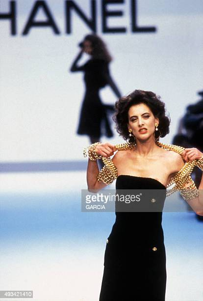Model Inès de La Fressange walks the runway during the Chanel fashion show for the Fall/Winter Collection 1987/1988 on July 26 1987 in Paris France