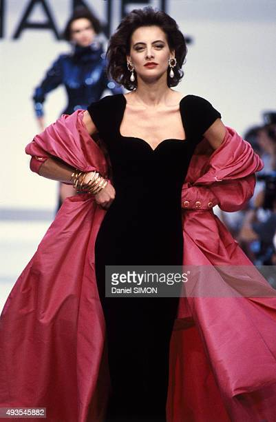 Model Inès de La Fressange walks the runway during the Chanel show Haute Couture Fall/Winter 1987/1988 in Paris France on July 27 1987