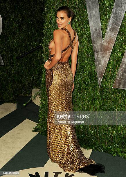 Model Irina Shayk arrives at the 2012 Vanity Fair Oscar Party hosted by Graydon Carter at Sunset Tower on February 26, 2012 in West Hollywood,...