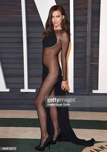 Model Irina Shayk arrives at the 2015 Vanity Fair Oscar Party Hosted By Graydon Carter at Wallis Annenberg Center for the Performing Arts on February...