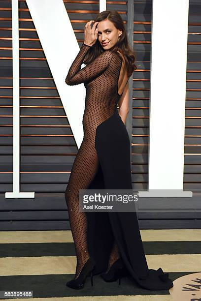 Model Irina Shayk attends the 2015 Vanity Fair Oscar Party hosted by Graydon Carter at the Wallis Annenberg Center for the Performing Arts on...