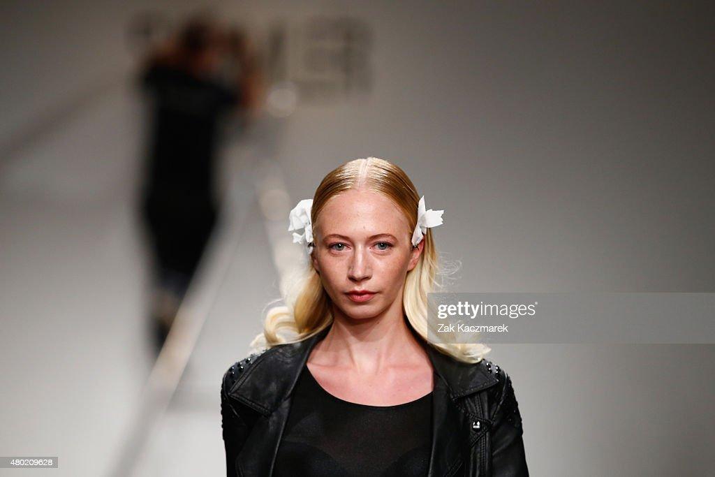 Sammler Berlin Backstage - Mercedes-Benz Fashion Week Berlin Spring/Summer 2016 : Nachrichtenfoto