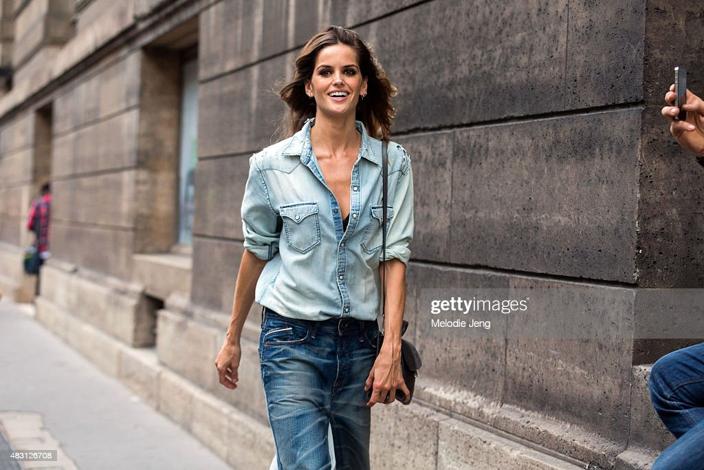 Street Style - Paris Fashion Week : Haute Couture Fall/Winter 2015/2016 : Day Three : News Photo