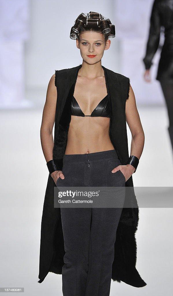 Stephan Pelger Show - Mercedes-Benz Fashion Week Berlin Autumn/Winter 2012 : Nachrichtenfoto