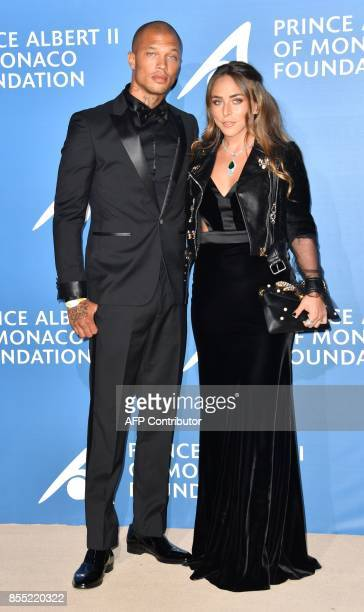 US model Jeremy Meeks poses with Britain's Chloe Green during the MonteCarlo Gala for the Global Ocean in Monaco on September 28 2017 / AFP PHOTO /...