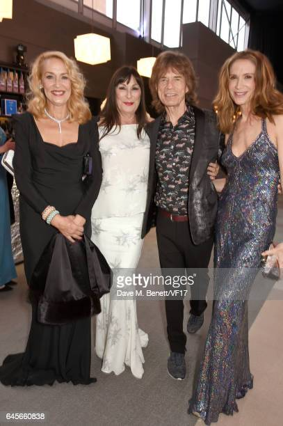 Model Jerry Hall actor Anjelica Huston recording artist Mick Jagger of music group The Rolling Stones and actor Kelly Lynch attends the 2017 Vanity...