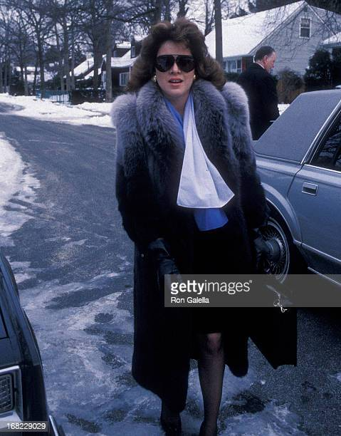 Model Jessica Hahn visits her family at their home on January 7 1988 in Massapequa Long Island New York