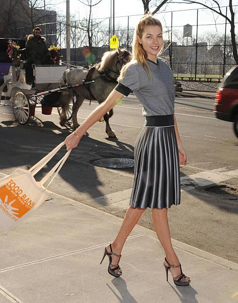 Fotos und bilder von model jessica hart unveils food bank for Mercedes benz of manhattan new york city