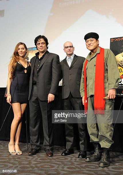 Model Jessica Michibata actor Benicio del Toro director Steven Soderbergh and professional wrestler Antonio Inoki attend the 'Che' Japan Premiere at...