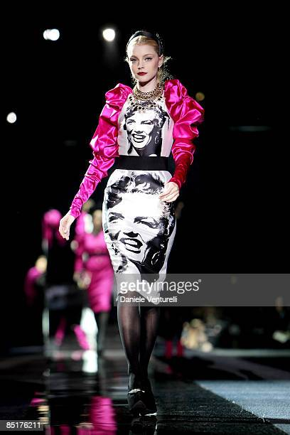 Model Jessica Stam walks the runway in the Dolce Gabbana show during Milan Fashion Week Womenswear Autumn/Winter 2009 on March 2 2009 in Milan Italy
