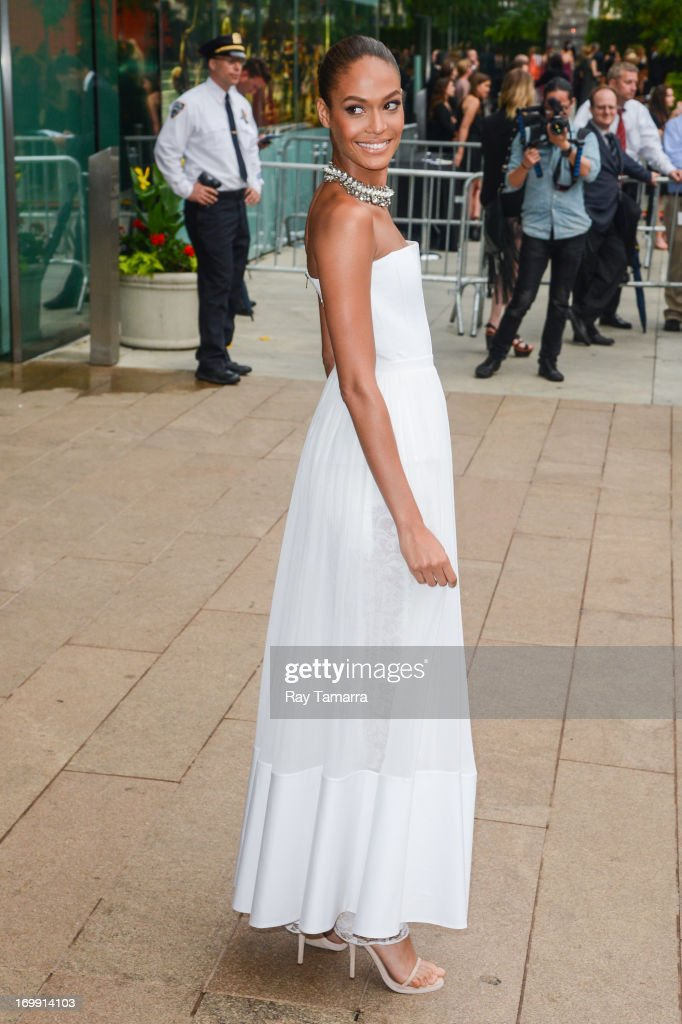 Model Joan Smalls enters the 2013 CFDA Fashion Awards on June 3, 2013 in New York, United States.