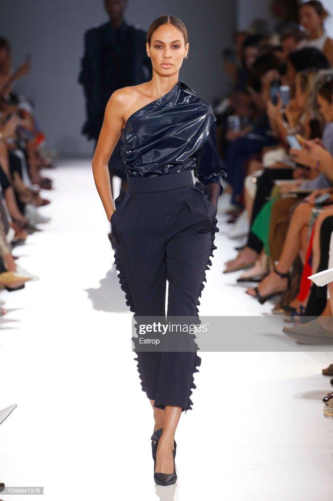 Max Mara - Runway - Milan Fashion Week Spring/Summer 2019 : ニュース写真