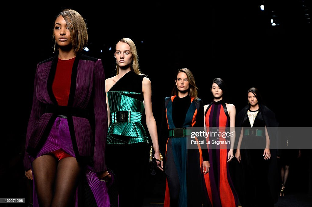 Balmain : Runway - Paris Fashion Week Womenswear Fall/Winter 2015/2016 : News Photo