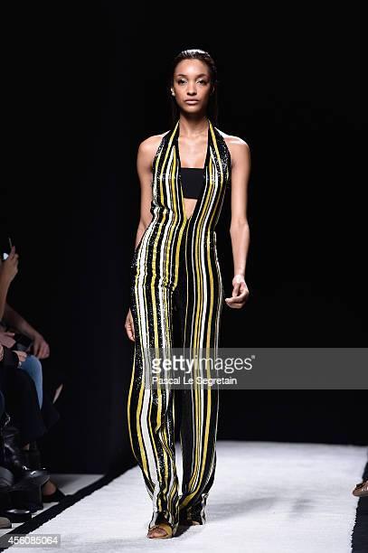 Model Jourdan Dunn walks the runway during the Balmain show as part of the Paris Fashion Week Womenswear Spring/Summer 2015 on September 25 2014 in...