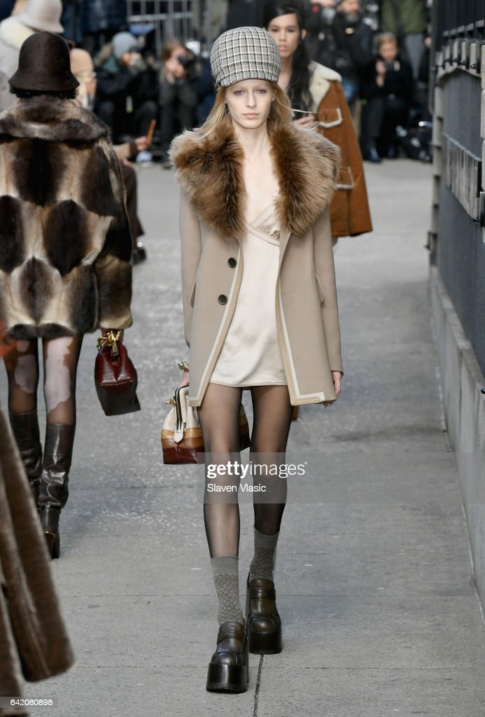 Marc Jacobs Fall 2017 Show - Runway : News Photo