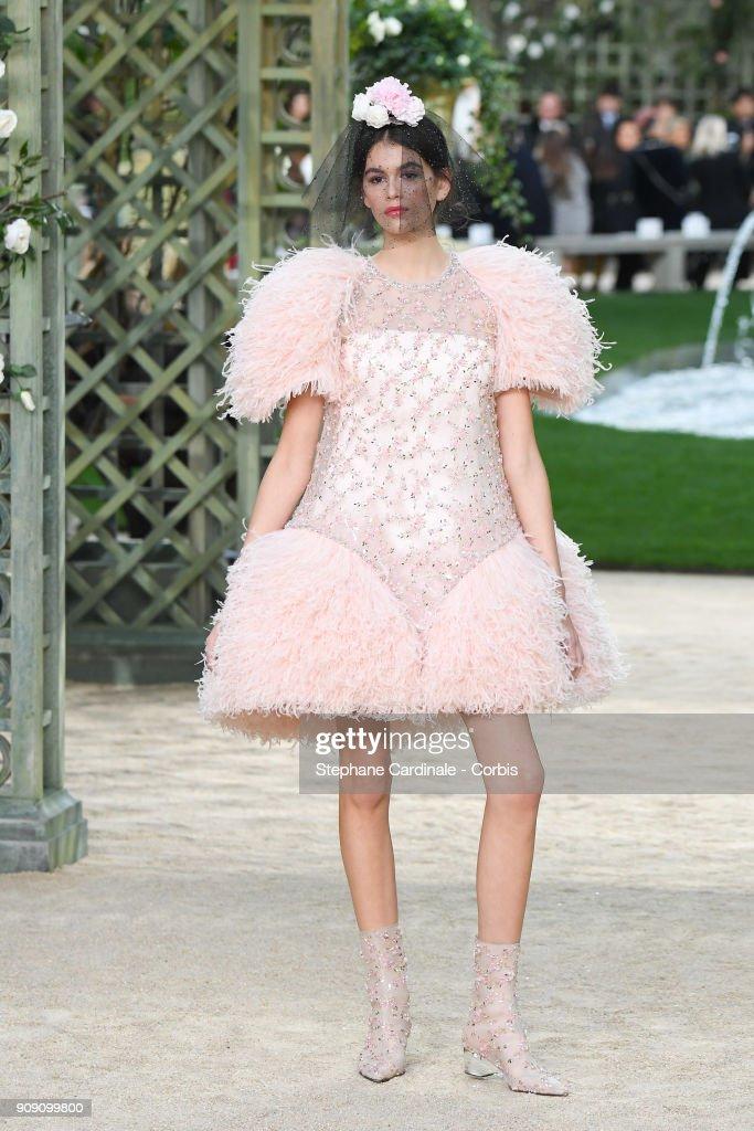 Chanel : Runway - Paris Fashion Week -Haute Couture Spring/Summer 2018 : News Photo