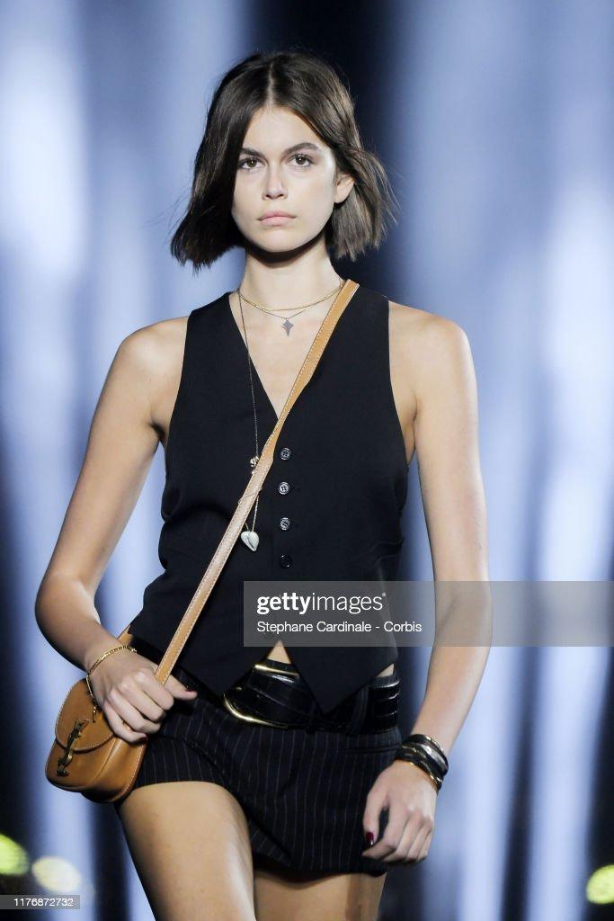 Saint Laurent : Runway - Paris Fashion Week - Womenswear Spring Summer 2020 : News Photo