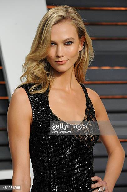 Model Karlie Kloss attends the 2015 Vanity Fair Oscar Party hosted by Graydon Carter at Wallis Annenberg Center for the Performing Arts on February...