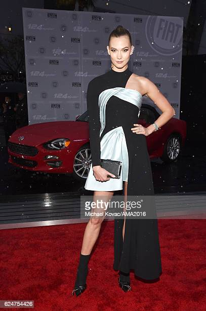 Model Karlie Kloss attends the 2016 American Music Awards Red Carpet Arrivals sponsored by FIAT 124 Spider at Microsoft Theater on November 20 2016...