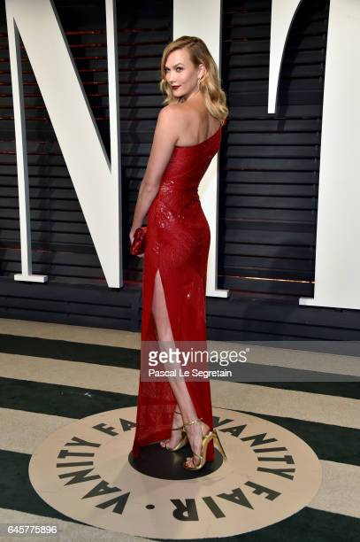 Model Karlie Kloss attends the 2017 Vanity Fair Oscar Party hosted by Graydon Carter at Wallis Annenberg Center for the Performing Arts on February...