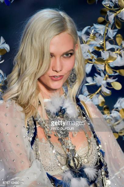 US model Karlie Kloss presents a creation during the 2017 Victoria's Secret Fashion Show in Shanghai on November 20 2017 / AFP PHOTO / FRED DUFOUR /...
