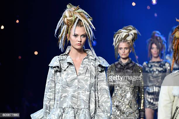 Model Karlie Kloss walks the runway at the Marc Jacobs fashion show durin New York Fashion Week at Hammerstein Ballroom on September 15 2016 in New...