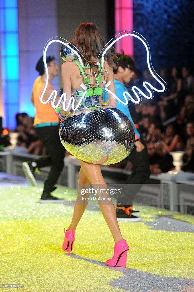 2011 Victoria's Secret Fashion Show - Runway : News Photo