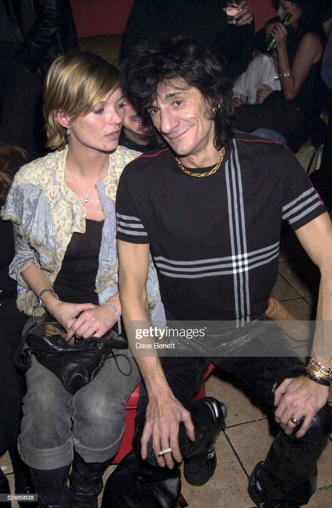 Model Kate Moss and Rolling Stones musician Ronnie Wood at an after show party held on August 01, 2001 in London. (Photo by Dave Benett/Getty Images).