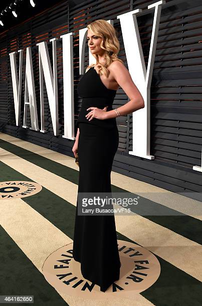 Model Kate Upton attends the 2015 Vanity Fair Oscar Party hosted by Graydon Carter at the Wallis Annenberg Center for the Performing Arts on February...
