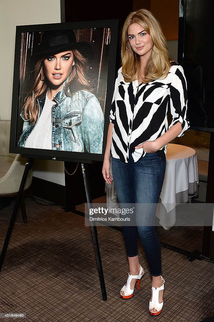 Express & Kate Upton Campaign Launch Event : News Photo