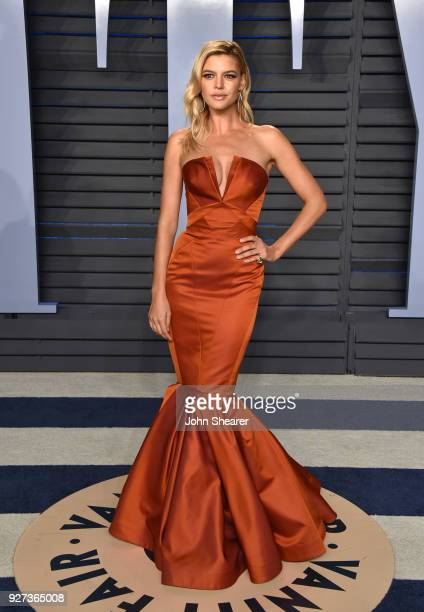 Model Kelly Rohrbach attends the 2018 Vanity Fair Oscar Party hosted by Radhika Jones at Wallis Annenberg Center for the Performing Arts on March 4...