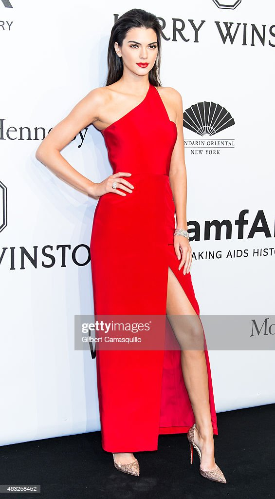 model kendall jenner attends the 2015 amfar new york gala at cipriani photo d 39 actualit. Black Bedroom Furniture Sets. Home Design Ideas
