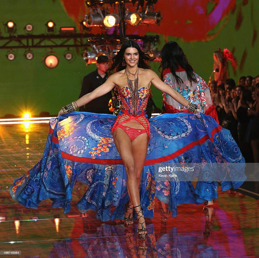 2015 Victoria's Secret Fashion Show  - Runway : News Photo