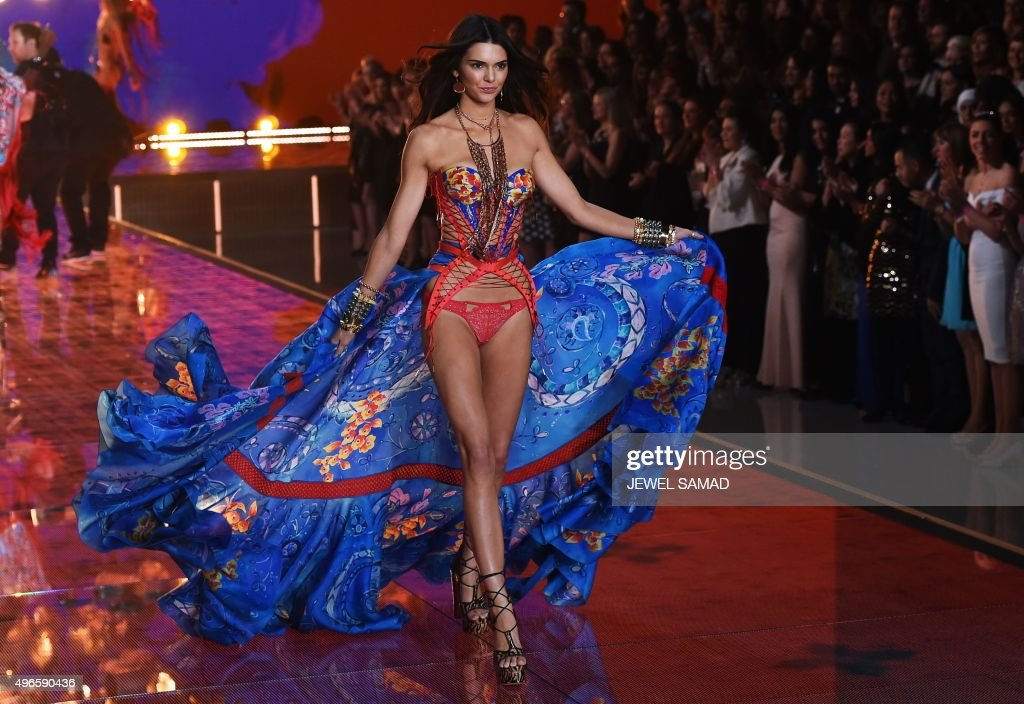 US model Kendall Jenner presents a creation during the 2015 Victoria's Secret Fashion Show in New York on November 10, 2015. AFP PHOTO/JEWEL SAMAD / AFP PHOTO / Jewel SAMAD